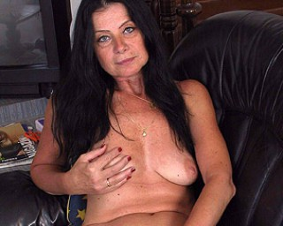This housewife gets nasty when she is alone